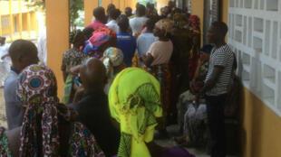 Bureau de vote à Adjame dans le quartier pro-Ouattara d'Abidjan en Côte d'Ivoire, le 25 octobre 2015.