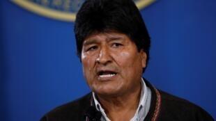 El presidente de Bolivia, Evo Morales, durante el pronunciamiento que ofreció desde el hangar presidencial en la terminal de la Fuerza Aérea de Bolivia, en El Alto el 9 de noviembre de 2019.
