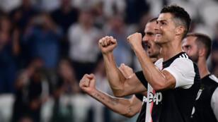 Cristiano Ronaldo célèbre la victoire de la Juventus Turin face à Naples.