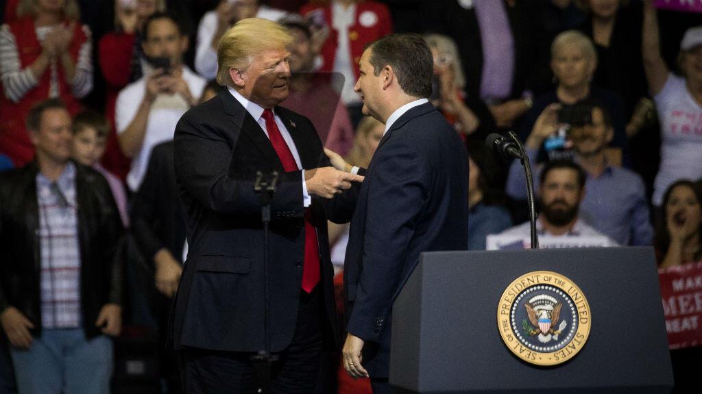 Donald Trump est monté sur scène, lundi 22 octobre, au Texas, pour soutenir le sénateur Ted Cruz, candidat au élections de mi-mandat.