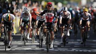 Lotto Soudal rider Caleb Ewan of Australia wins the stage ahead of Deceuninck-Quick Step rider Sam Bennett of Ireland.