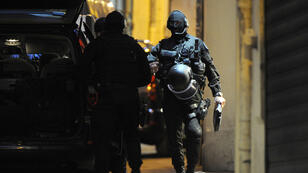 Des membres du GIPN arrivent près de la bijouterie, dans le centre de Montpellier.
