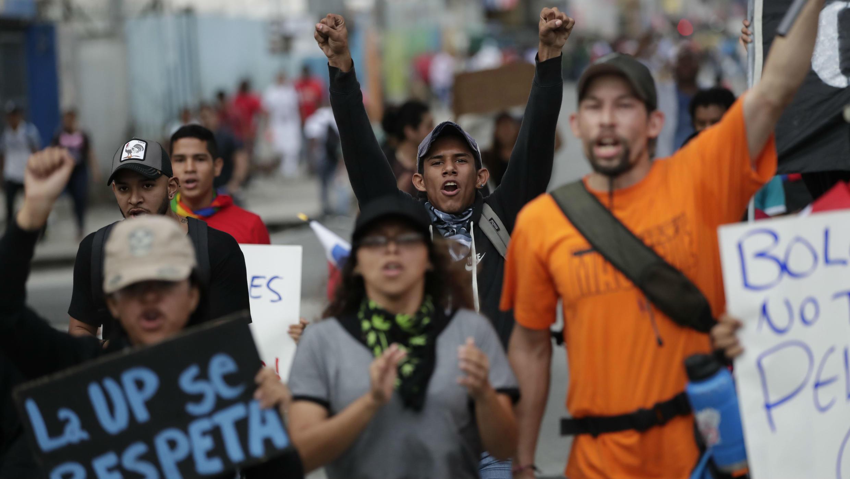 Estudiantes participan en una protesta contra la reforma constitucional en los alrededores de la Asamblea Nacional, en Ciudad de Panamá, Panamá, el 31 de octubre de 2019.