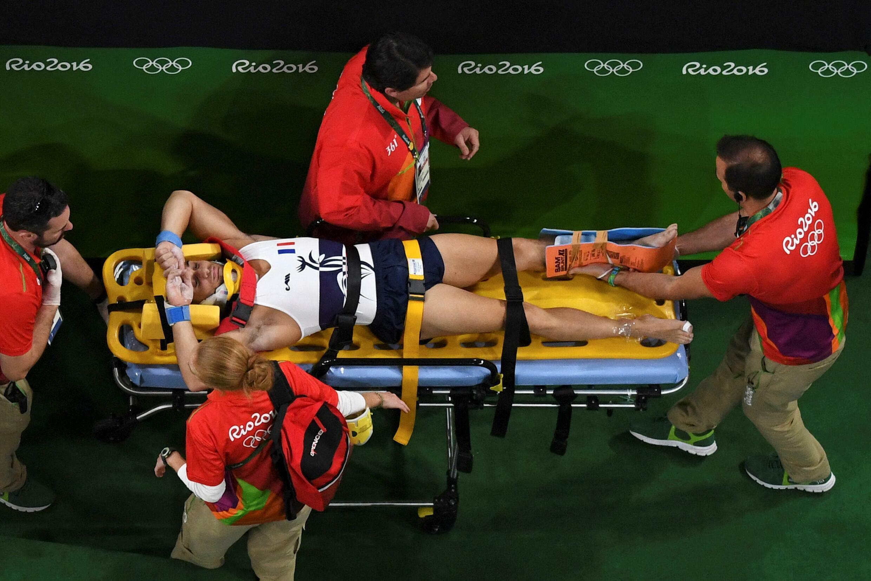 Samir Aït Saïd évacué après sa blessure lors des JO de Rio, le 6 août 2016.