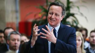 """David Cameron tentant de se défendre des accusations qui lui sont portées dans le scandale des """"Panama papers"""", le 5 avril 2016"""