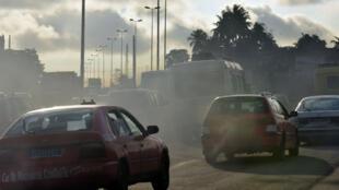 La pollution automobile à Abidjan en Côte d'Ivoire, le 16 septembre 2016.