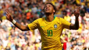 Neymar Jr. celebra el primer gol de su selección, Brasil, ante la de Croacia, en su regreso a las canchas luego de tres meses de ausencia por una lesión en su pie derecho.