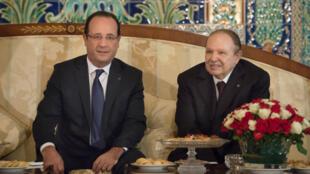 François Hollande et Abdelaziz Bouteflika, lors de la précédente visite du président français à Alger, le 19 décembre 2012.