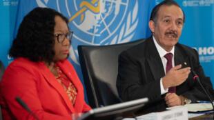 Ciro Ugarte (D), director del Departamento de Emergencias Sanitarias de la Organización Panamericana de la Salud (OPS), y Carissa Etienne (I), directora de la OPS en rueda de prensa sobre la COVID-19 en la sede de la OPS en Washington, DC, el 6 de marzo de 2020.