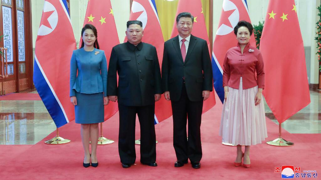 El líder norcoreano, Kim Jong Un, se reúne con el presidente Xi Jinping en Beijing, China, en esta foto publicada por la Agencia Central de Noticias de Corea del Norte (KCNA) el 10 de enero de 2019.