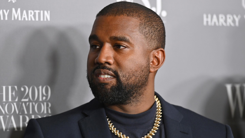 En esta foto de archivo tomada el 6 de noviembre de 2019, el rapero estadounidense Kanye West asiste a los Premios Innovadores WSJ Magazine 2019 en el MOMA en la ciudad de Nueva York.