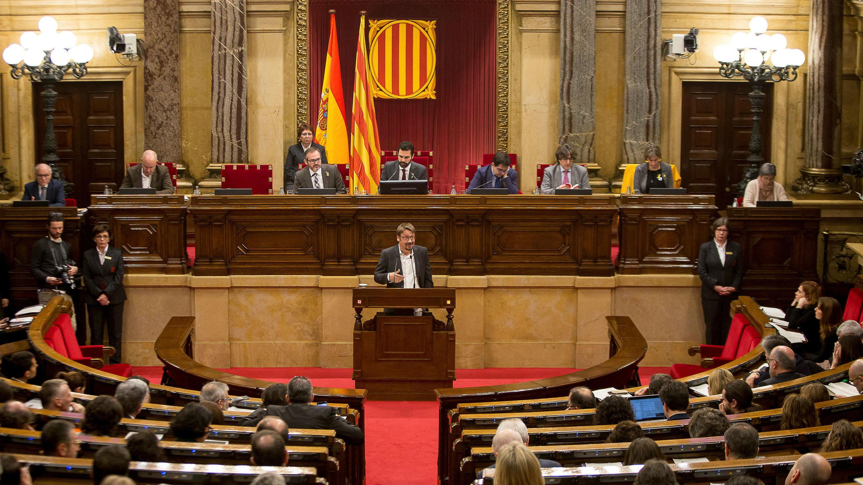 El líder de En Comú Podem (Juntos Podemos), Xavier Domènech, habló en el Parlamento regional de Cataluña en Barcelona, España, el 1 de marzo de 2018.