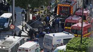Une femme s'est fait exploser près d'un véhicule de la police dans le centre de la capitale tunisienne, blessant neuf personnes, lundi 29 octobre.