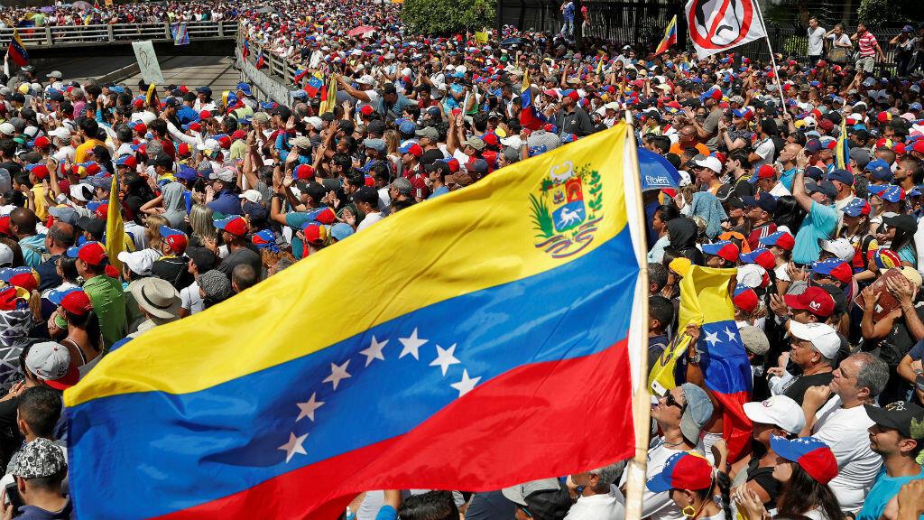 Los partidarios de la oposición participan en un mitin contra el Gobierno del presidente venezolano Nicolás Maduro y para conmemorar el 61 aniversario del fin de la dictadura de Marcos Pérez Jiménez en Caracas, Venezuela, el 23 de enero de 2019.