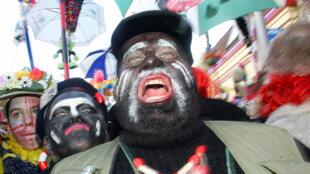 """Le carnaval de Dunkerque perpétue la tradition du """"Black Face"""" (photo d'archive de 2006)"""