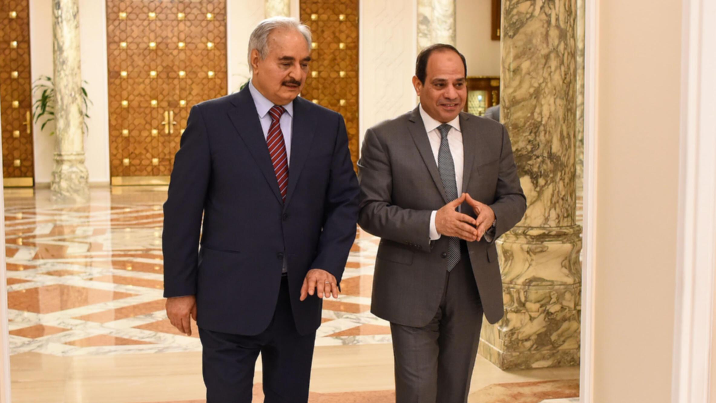 Le président égyptien Abdel Fattah al Sissi (à droite), aux côté du maréchal libyen Khalifa Haftar, le 9 mai 2019 au Caire.
