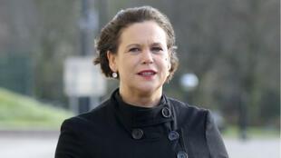 Mary Lou McDonald arrive au Parlement à Belfast, le 24 janvier 2018.