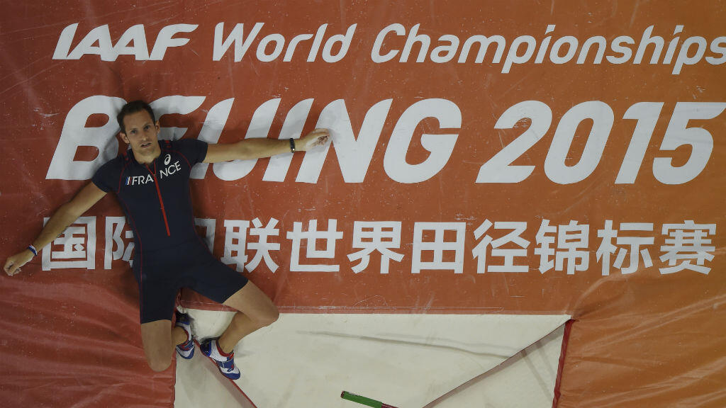 Renaud Lavillenie, malgré sa médaille de bronze au saut à la perche, symbolise l'échec français durant les mondiaux d'athlétisme à Pékin.