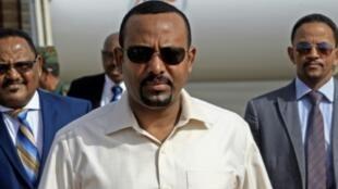 رئيس الوزراء الإثيوبي آبي أحمد لدى وصوله إلى الخرطوم في 7 حزيران/يونيو 2019