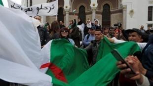 المتظاهرون يتجمعون في العاصمة الجزائر