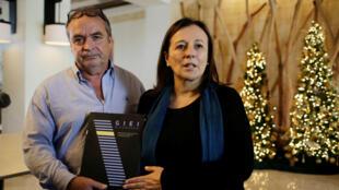 Amerigo Incalcaterra y Sofia Macher, miembros del Grupo Interdisciplinario de Expertos Independientes, hablan con los periodistas después de la decisión del gobierno de Nicaragua de expulsar al grupo, 24 horas antes de que GIEI hiciera público su informe sobre la violencia durante las recientes protestas, en Managua, Nicaragua, el 20 de diciembre de 2018.