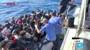 De plus en plus de migrants tentent de quitter la Libye pour rejoindre l'Europe. De nombreuses embarcations sont interceptées par les garde-côtes libyens.