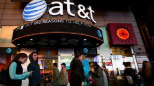 AT&T est le leader de la téléphonie fixe aux États-Unis et le deuxième fournisseur d'accès à Internet et au réseau cellulaire.