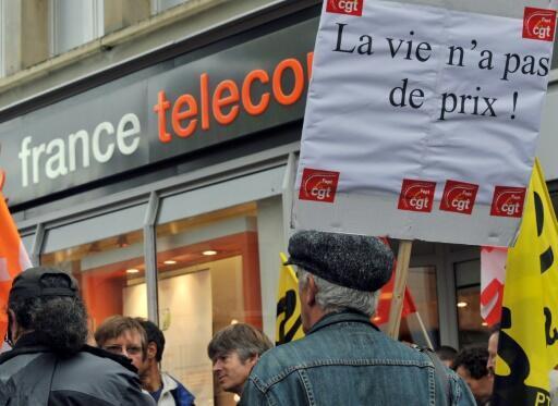 Des salariés de France Télécom manifestent à Caen, le 6 octobre 2009 après plusieurs suicides d'employés de l'entreprise