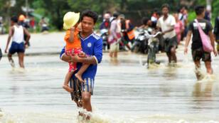 نزوح عشرات الآلاف في وسط بورما بعد انهيار سد، في 29 آب/أغسطس 2018.