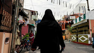 """Les voiles islamiques couvrant le visage sont interdits au Sri Lanka pour des raisons de """"sécurité nationale""""."""