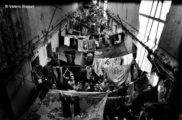 Santiago, Chili, mars 2008. Centre pénitentiaire : conçu à l'origine pour accueillir 60 détenus, ce quartier en abrite plus de 300.