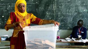 Près de 54% des électeurs se sont rendu aux urnes, dimanche 30 juillet, au Sénégal.