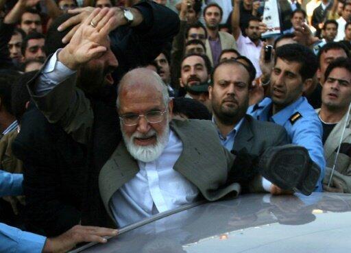 زعيم المعارضة الإيرانية مهدي كروبي يبدأ إضرابا عن الطعام