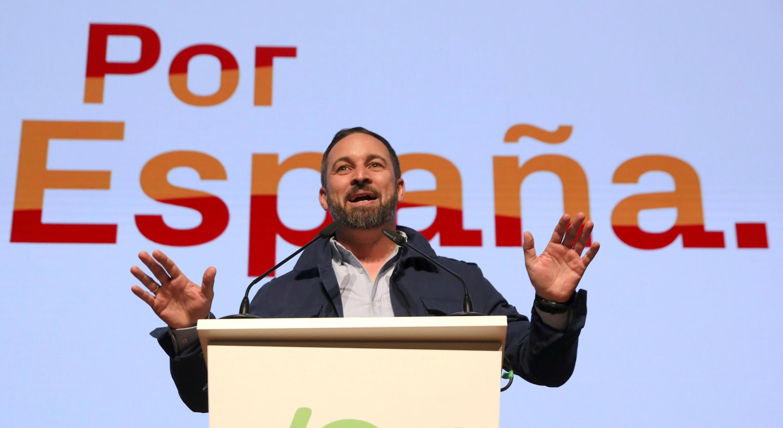 Santiago Abascal, líder y candidato presidencial del partido de extrema derecha VOX de España, habla en un mitin en Toledo, el 11 de abril de 2019.