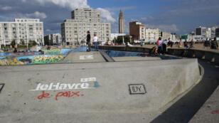 Une vue du Havre depuis la plage.