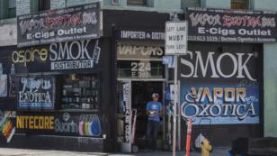 Un magasin de cigarettes électroniques à Los Angeles.
