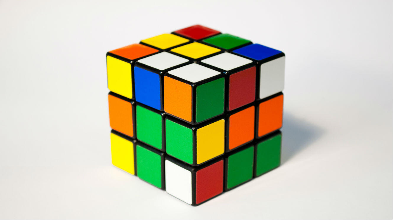 Un Rubik's Cube.