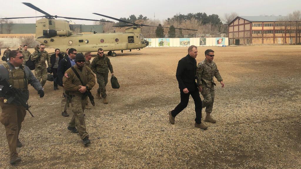 El secretario interino de Defensa de Estados Unidos, Patrick Shanahan, llega a Kabul, Afganistán, el 11 de febrero de 2019.