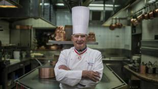 الطاهي الفرنسي الشهير بول بوكوز
