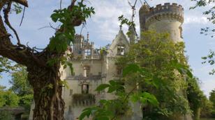 Ouvert au public depuis le 30 juin 2018, le château de la Mothe-Chandeniers a été racheté par 27190internautes de 115nationalités différentes