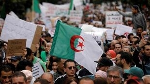 جانب من المظاهرات المناهضة لترشح بوتفليقة لولاية خامسة بالعاصمة الجزائرية، 8 مارس/آذار 2019.
