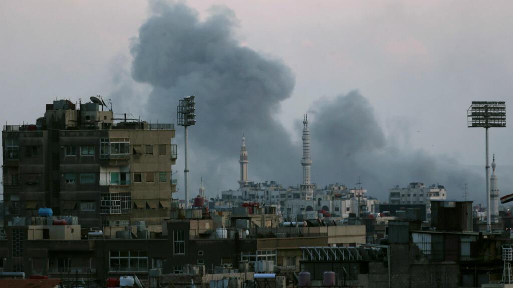 Las fuerzas gubernamentales sirias bombardearon el campo de refugiados palestinos de Yarmouk de acuerdo con informaciones del Observatorio Sirio para los Derechos Humanos. Abril 22 de 2018