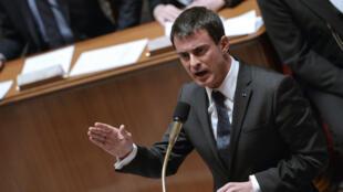 """Manuel Valls s'est montré réservé, lundi 12 janvier, sur l'idée d'un """"Patriot Act à la française""""."""