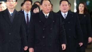 كيم يونغ تشول يتقدم الوفد الكوري الشمالي عند وصوله إلى كوريا الجنوبية 25 شباط/فبراير 2018