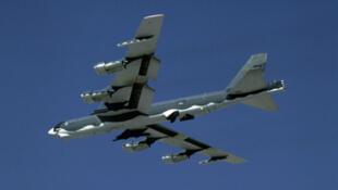 Photo d'archive d'un bombardier américain B-52