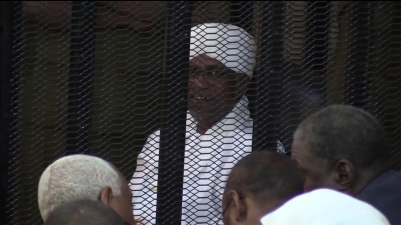 Omar el-Béchir, ex-président soudanais, sera livré a la CPI par son pays