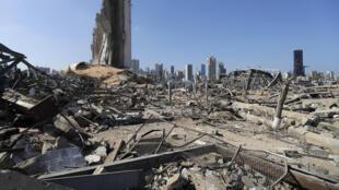 الدمار في مرفأ بيروت في 7 آب/أغسطس 2020 بعد الانفجار الهائل الذي دمره وهز العاصمة اللبنانية برمتها