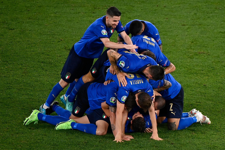 Italia se clasificó a los octavos de final de la Euro 2020 tras vencer 3-0 a Suiza en Roma.