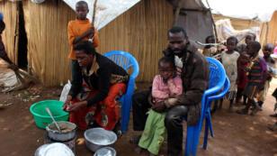 Des réfugiés venus de la République démocratique du Congo dans un camp en Zambie, le 30 octobre 2017.