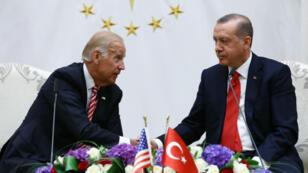 Joe Biden s'entretenant avec Recep Tayyip Erdoga à Ankara, le 24 août 2016.